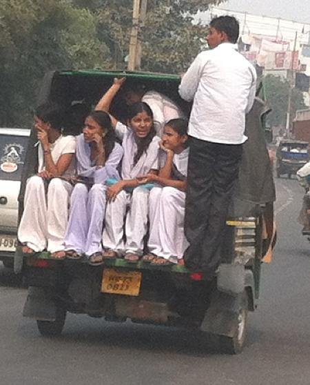 5-delhi-motorickshaw-girls