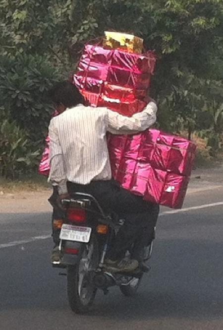 3-delhi-moped-pinkgifts