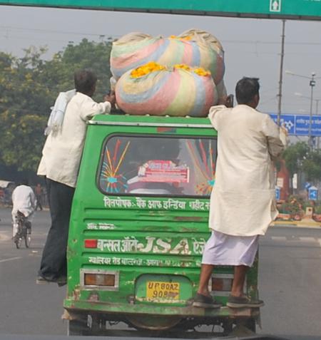 7-delhi-minivan-hangingon